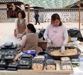 Séoul - Namsangol Hanok village - Marché organisé pour la Fête des Enfants