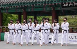 Séoul - Namsangol Hanok village - Démonstration de taekwondo