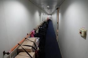 Ferry Busan / Shimonoseki - Les paquetages des seniors s'entassent dans les coursives...