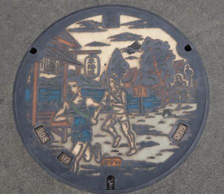 Yokohama - Notre quartier - Belle plaque d'égouts