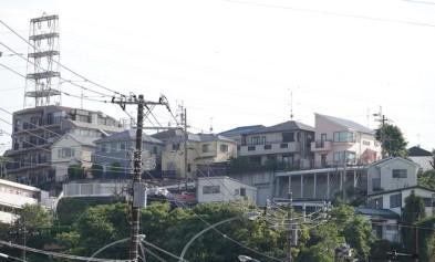 Yokohama - Notre quartier - Comme toujours, les fils électriques sont apparents...