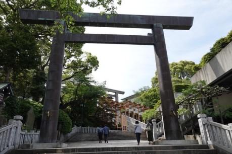 Yokohama - Petit temple de quartier, au-dessus de Sakuragicho - Torii d'entrée