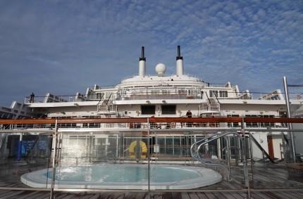 Queen Mary 2 - Piscine extérieure du pont 8