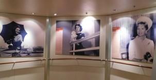 Queen Mary 2 - Expo sur les célébrités qui ont voyagé avec la Cunard