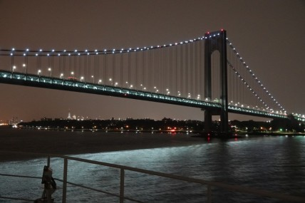Queen Mary 2 - Passage sous le Verrazano Bridge