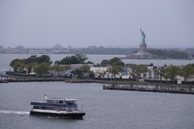 Queen Mary 2 - Statue de la Liberté et Governors Island juste devant