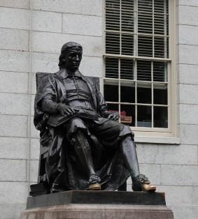 Cambridge - Université de Harvard - Statue de John Harvard