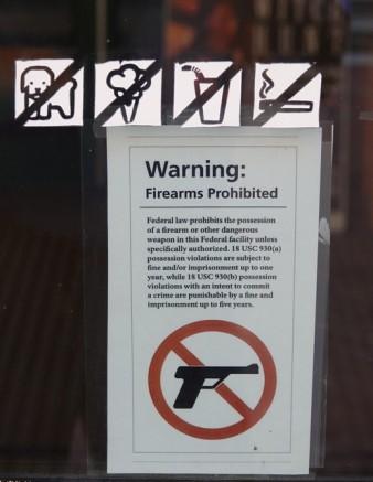 Salem - Entrée interdite avec une arme !