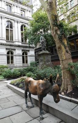 Boston - Freedom Trail - Old City Hall - Ici l'ane représente le parti démocrate, tandis que l'éléphant symbolise les Républicains