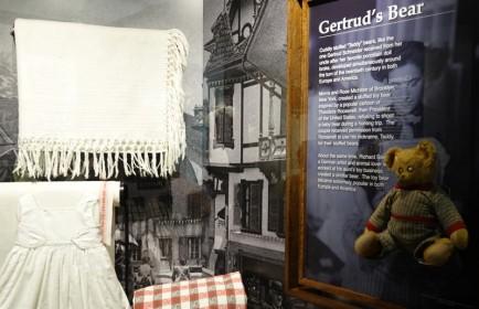New York - Ellis Island, objets apportés par les migrants - Légende du Teddy Bear