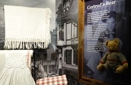 New York - Ellis Island, objets apportés par les migrants - Légende du Teddy Bear