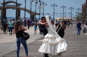 Coney Island - Tout le monde vient faire des photos sur les planches de la plage !