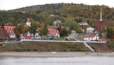 Tadoussac - Non loin du sentier de la Pointe de l'Islet - Vue sur le village