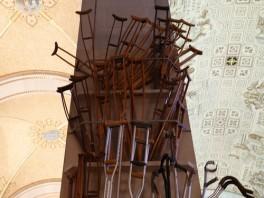 Sanctuaire Sainte Anne de Beaupré - Béquilles léguées au sanctuaires après les guérisons miraculeuses