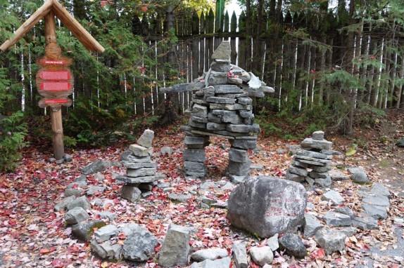 Site Traditionnel Wendat-Huron - Inukshuk