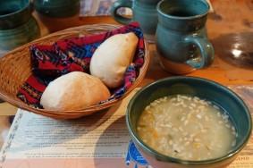 Site Traditionnel Wendat-Huron - Restaurant - Soupe de graines de tournesol et riz, pain au maïs