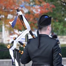 Ottawa - Relève de la Garde devant le Monument commémoratif de Guerre du Canada