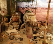 Gatineau - Musée canadien d'Histoire - Vitrine présentant les produits amérindiens qui seront troqués