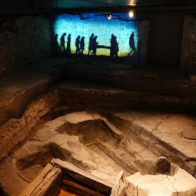 Montréal - Vieille ville - Musée d'Archéologie et d'Histoire de Pointe-à-Callière - Vestiges du cimetière