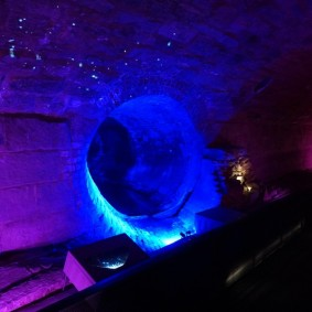 Montréal - Vieille ville - Musée d'Archéologie et d'Histoire de Pointe-à-Callière - Premier égout collecteur de la ville, mis en lumière par le musée
