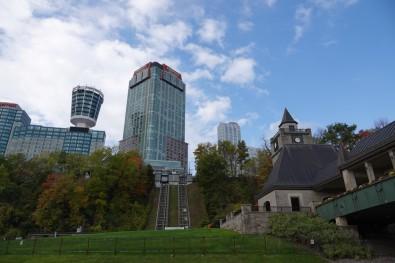 Niagara Falls - Hôtels devant les chutes