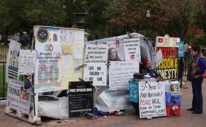 Washington - Sur le trottoir face à la Maison Blanche