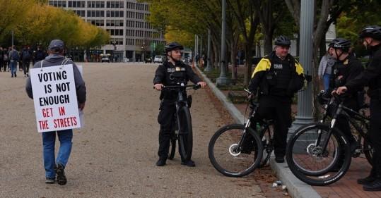 Washington - Maison Blanche - Manifestant, verso et...