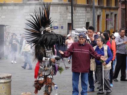 Mexico - Séance de purification aztèque à l'encens