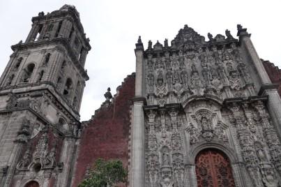 Mexico - Cathédrale - Pas de bol, on n'a aucun recul pour la photographier car une grande scène est installée sur la place !