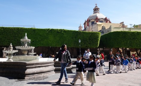 Querétaro - Jardin Zenea et Templo de Santa Clara en toile de fond