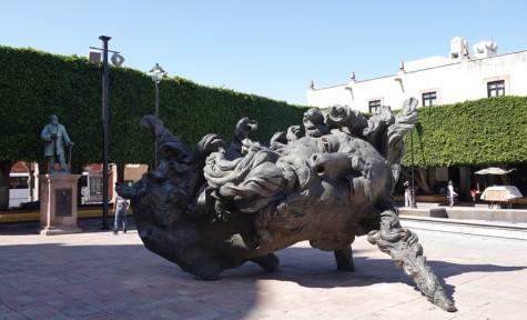 Querétaro - Surprenante sculpture devant le Templo de Santa Rosa de Viterbo