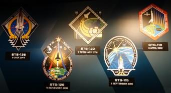 Cap Canaveral - Kennedy Space Center - Navette spatiale Atlantis - Logos des programmes de lancements