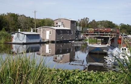 Vers Houma - Houseboat sur un canal