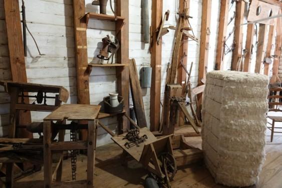 Vermilionville, village historique - Grange où était entreposés outils et ballots de coton
