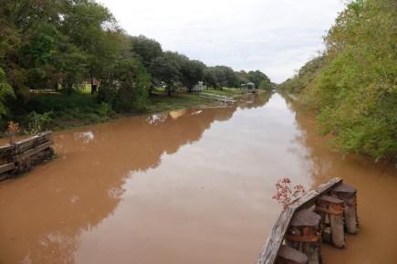 Pont Breaux - Bayou peu engageant pour la baignade !