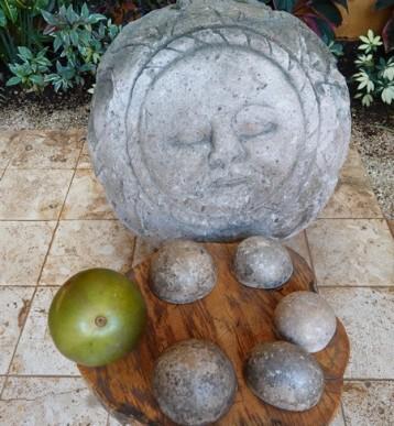 Valladolid - Casa de los Venados - Ces noix ne sont pas comestibles mais on se sert de leur écorce comme contenant