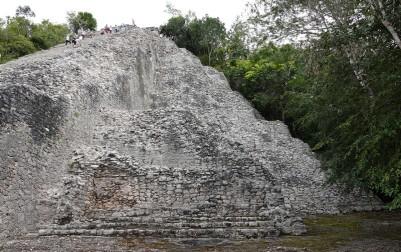 Coba - La Grande Pyramide - Je crois que c'est ici que j'ai compris les constructions successives des Mayas, empilant leur nouvel édifice sous les anciens...