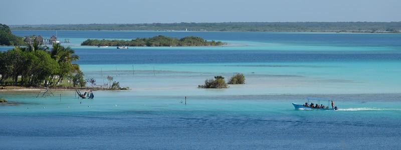 Les sept nuances de bleu de la lagune de Bacalar : magique!