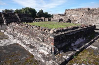 Site archéologique de Teotihuacan - Sur le côté de la Chaussée des Morts