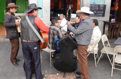 Mexico - Calle Regina - On déjeune en musique !