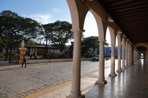 Campeche - Arcades vers la place principale
