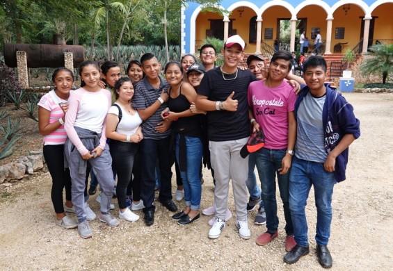 Uxmal - Dans le jardin du Musée du Chocolat - Etudiants en tourisme !