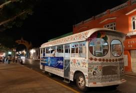 Mérida - Nuit Blanche - Petit bus gratuit qui emmène les spectateurs de scène en scène !