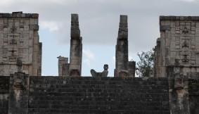 Chichen Itza - Site archéologique - Temple des Guerriers et statue Chac Mool