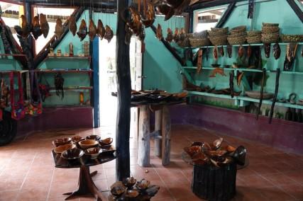 Bermudian Landing - Petit resto vers le fleuve et boutique d'artisanat