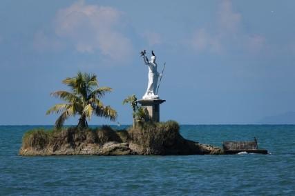 Livingston - Curieuse statue à quelques encablures du rivage