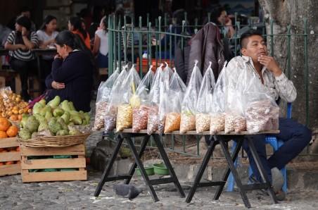Antigua - Petit marché à côté de l'Église de San Francisco