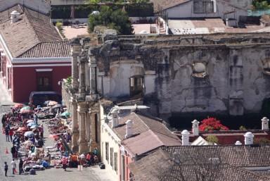 Antigua - Vue depuis le Cerro de la Cruz - En bas...