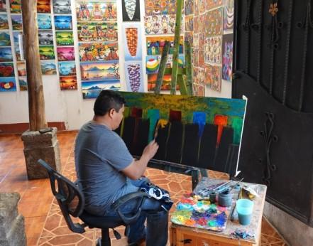 San Juan - Atelier de peintre - On n'a malheureusement pas noté le nom de ce peintre (on le trouve dans la rue principale)