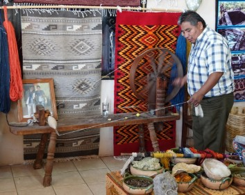 Vallée de Tlacolula - Atelier de tissage - Filage de la laine